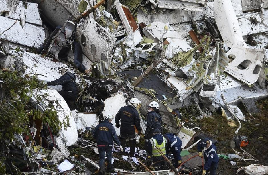 Los restos del avión en el Cerro el Gordo. (Foto: AFP)