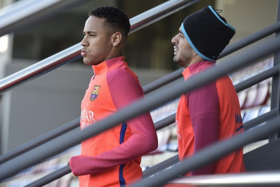Neymar y Suárez saliendo a entrenar. (Foto: AFP)