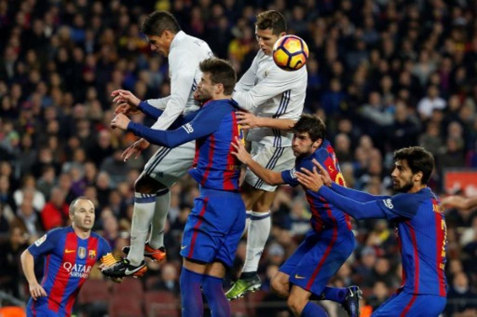 Cristiano Ronaldo fue contrarrestado por la defensa culé. (Foto: AFP)