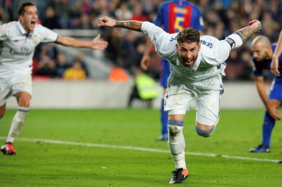 Sergio Ramos de nuevo apareció con un cabezazo salvador de último momento. (Foto: AFP)
