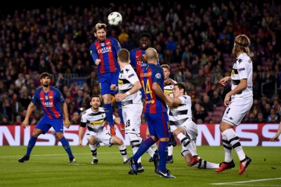 Messi intentó por alto conseguir los tres goles que necesitaba, al final marcó solo uno. (Foto: AFP)