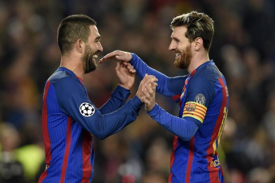 Arda y Messi lo hicieron todo para el Barcelona. (Foto: AFP)