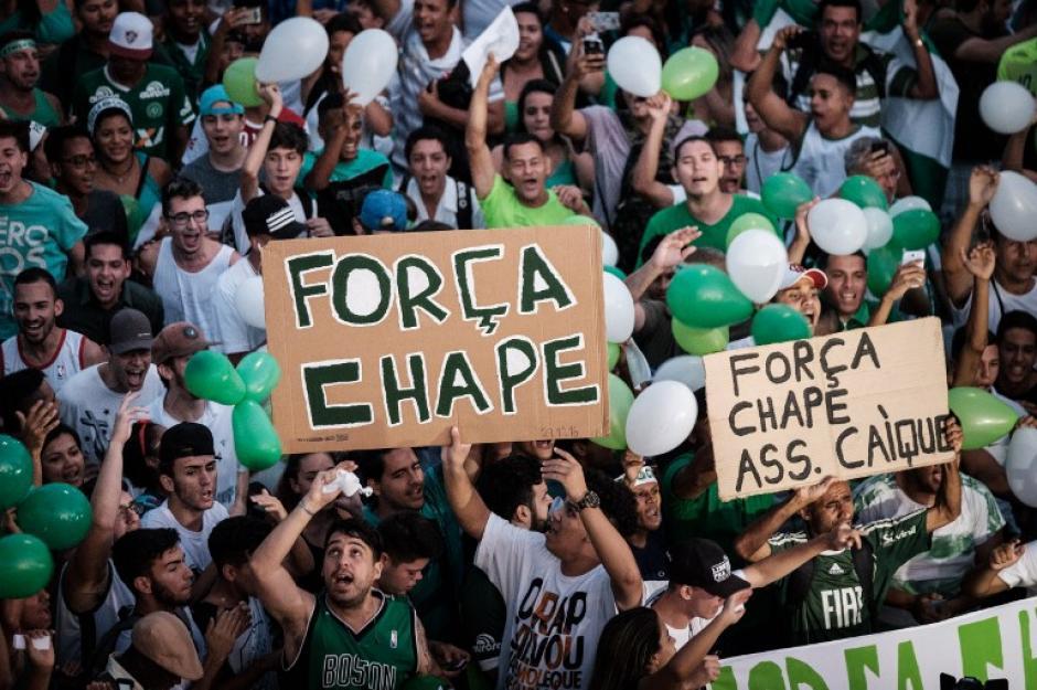 Todos los estadios están llenos de mensajes para el Chape. (Foto: AFP)
