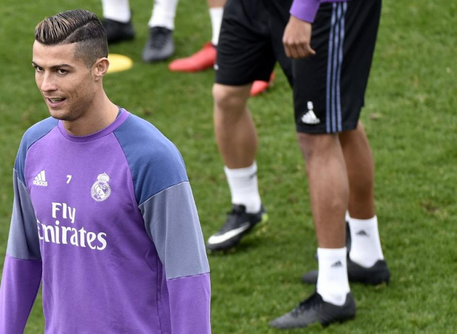 El portugués sorprendió con su nuevo look. (Foto: AFP)