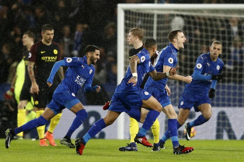 Jamie Vardy anotó tres goles. (Foto: AFP)