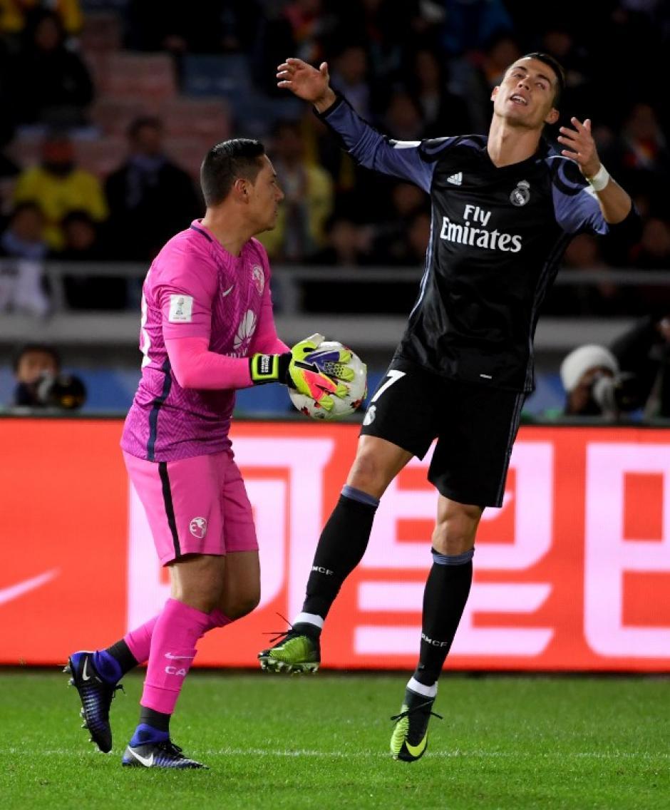 Ronaldo lamenta una jugada durante el partido. (Foto: AFP)