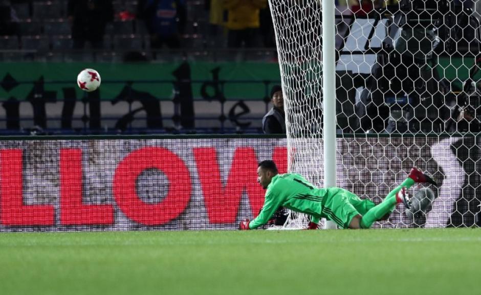 El arquero, como siempre, cumplió en el arco. (Foto: AFP)
