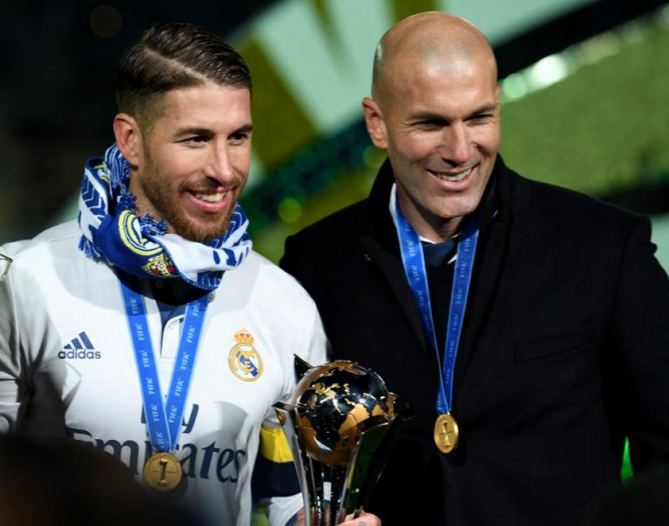 Sergio Ramos siguió jugando y al final levantó el trofeo. (Foto: AFP)