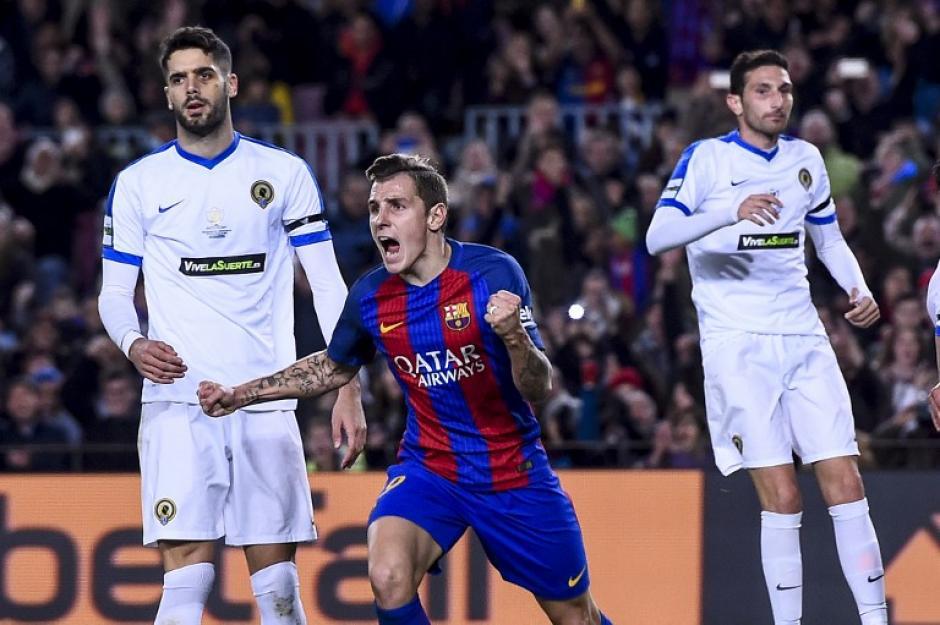Lucas Digne celebra el primer gol de los catalanes. (Foto: AFP)