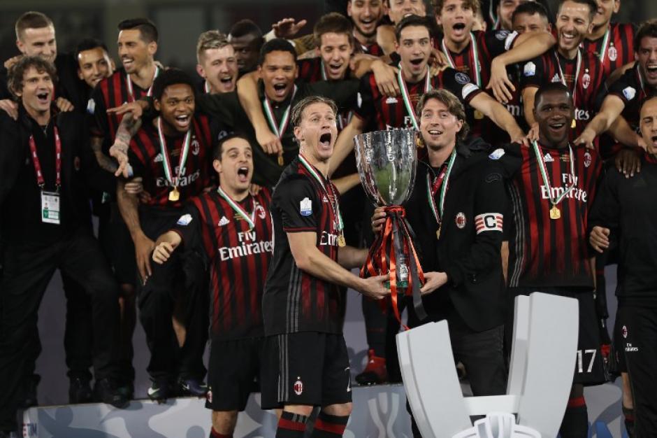 El Milán ganó la Supercopa de Italia. (Foto: AFP)