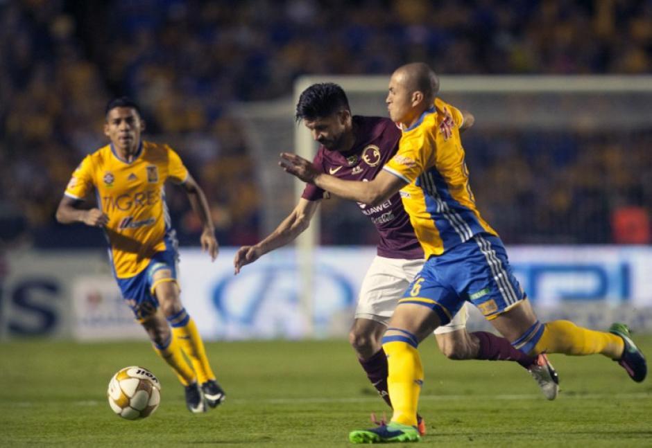 El partido se disputó en la mayor parte del tiempo en el medio campo. (Foto: AFP)