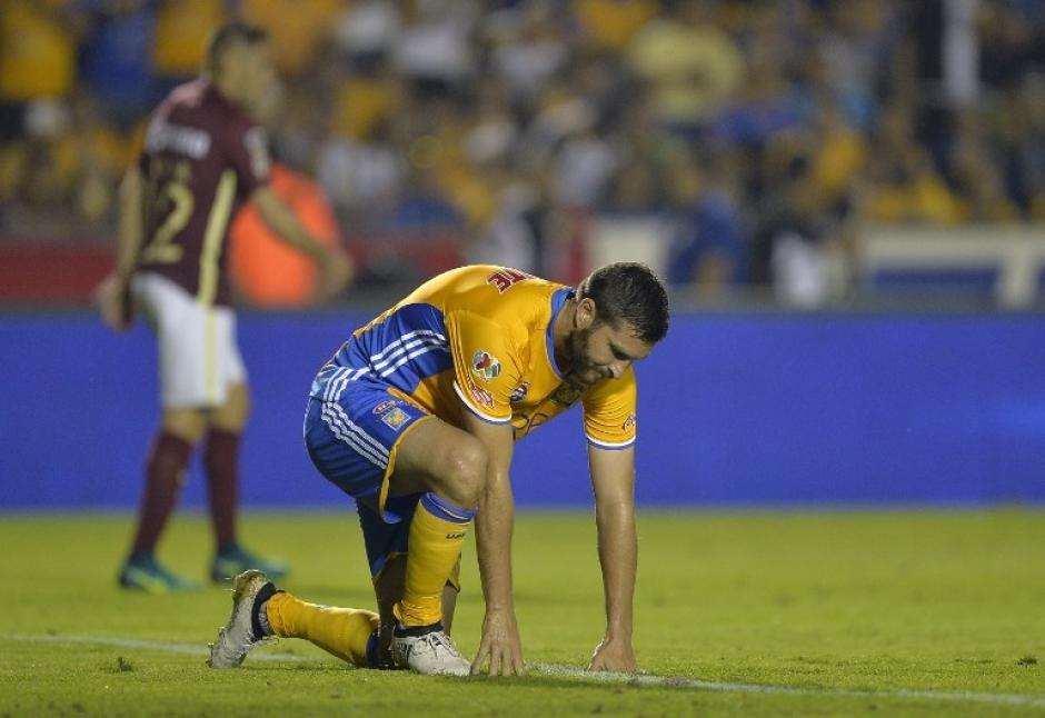 André Pierre Gignac estrelló su tiro en el travesaño en una de las más claras para Tigres. (Foto: AFP)