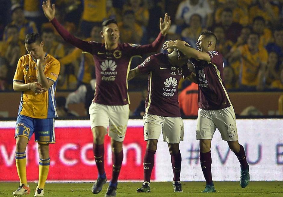 Edson Álvarez se convirtió en el héroe para el América. (Foto: AFP)