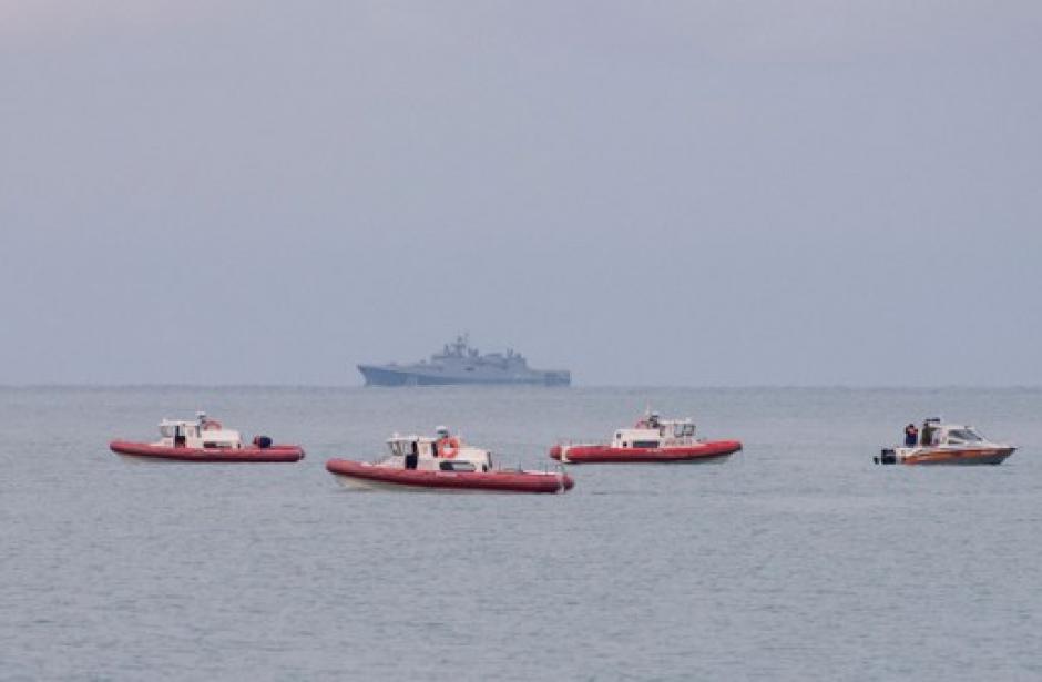 Los rescatistas lograron encontrar restos del avión siniestrado. (Foto: AFP)