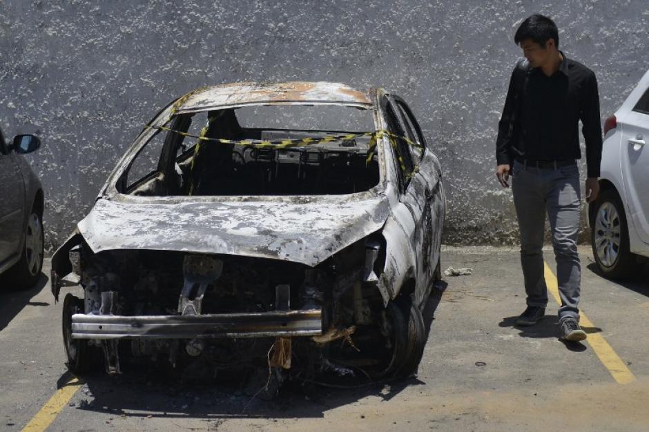 El cuerpo del fallecido estaba carbonizado en el interior del vehículo. (Foto: AFP)