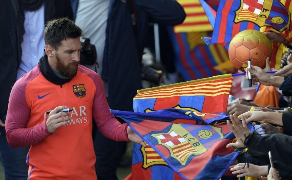 Messi regresó a Barcelona y mostró su magia en el primer entrenamiento del año. (Foto: AFP)