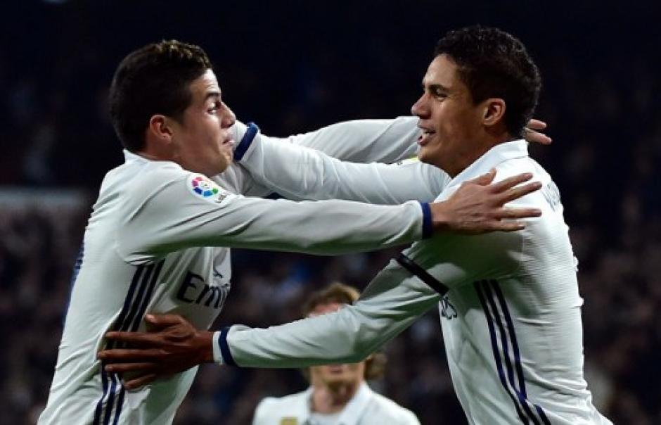 James Rodríguez y Rafa Varane marcaron los goles del Madrid. (Foto: AFP)