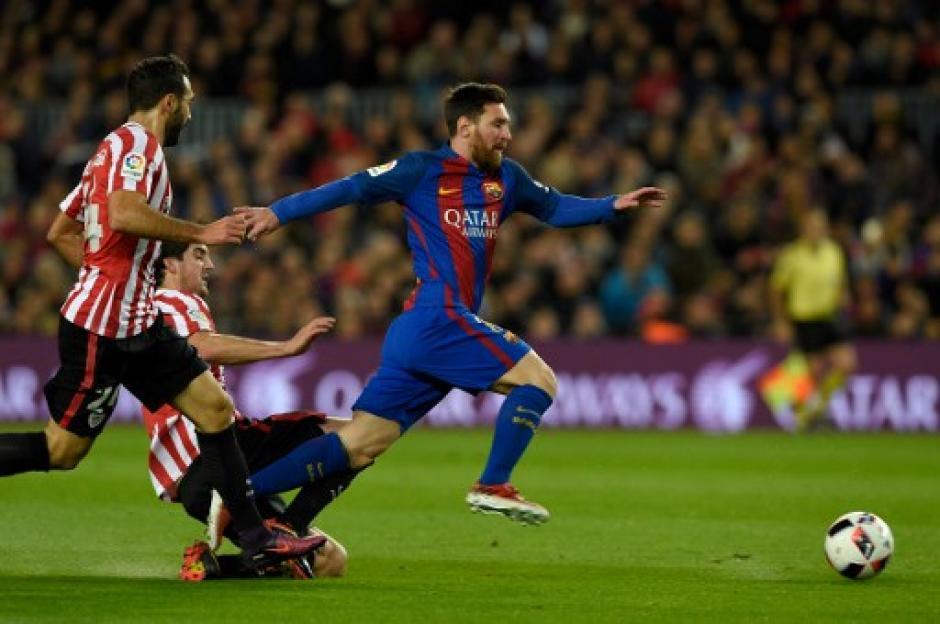 Messi nuevamente marcó goly aportó asistencia. (Foto: AFP)