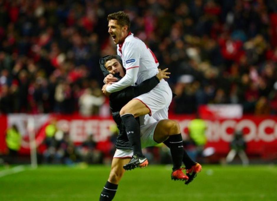 Stevan Jovetic fue el héroe para los del Sevilla. (Foto: AFP)