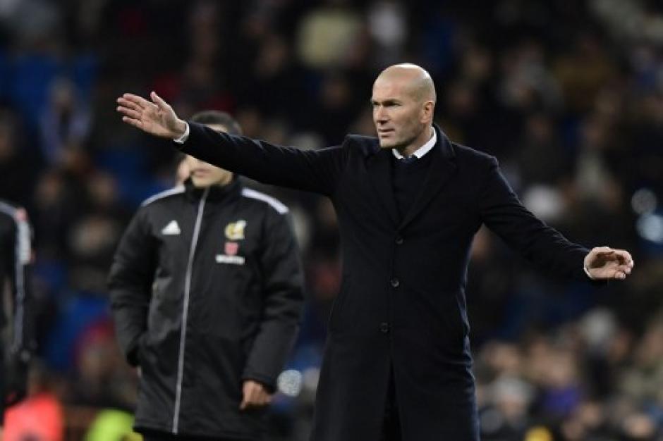 Zindeine Zidane debe hacer algo con su equipo.  (Foto: AFP)