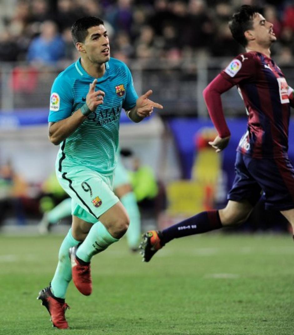 Luis Suárez estuvo involucrado en más de uno de los goles del Barcelona. (Foto: AFP)