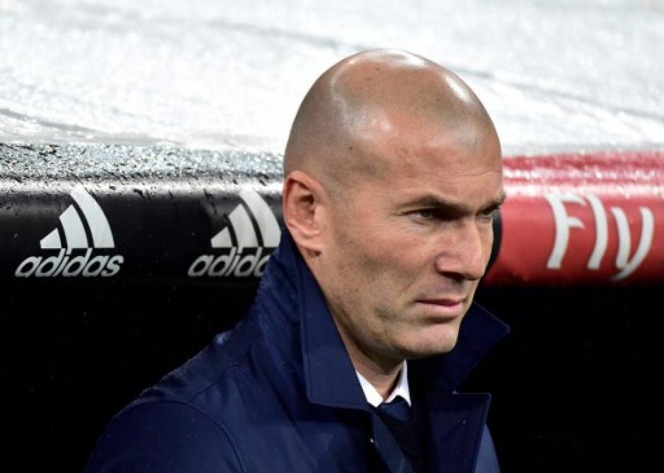 Zidane estuvo muy serio a pesar de la victoria madridista. (Foto: AFP)