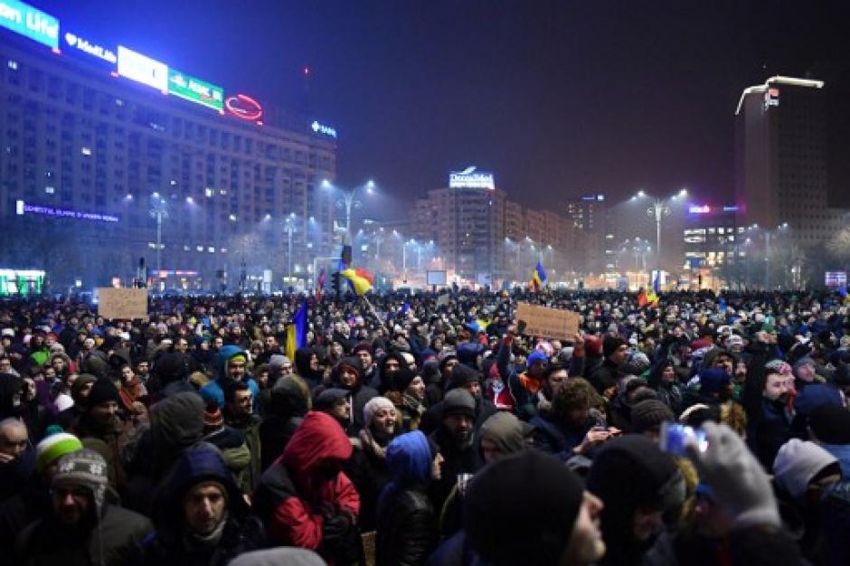 Un decreto tachado como a favor de la corrupción provocó una serie de manifestaciones en Rumania. (Foto: AFP)