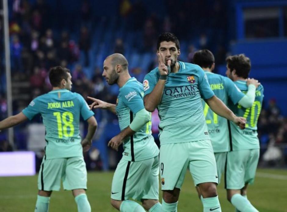 Suárez mandó a callar al Vicente Calderón.  (Foto: AFP)