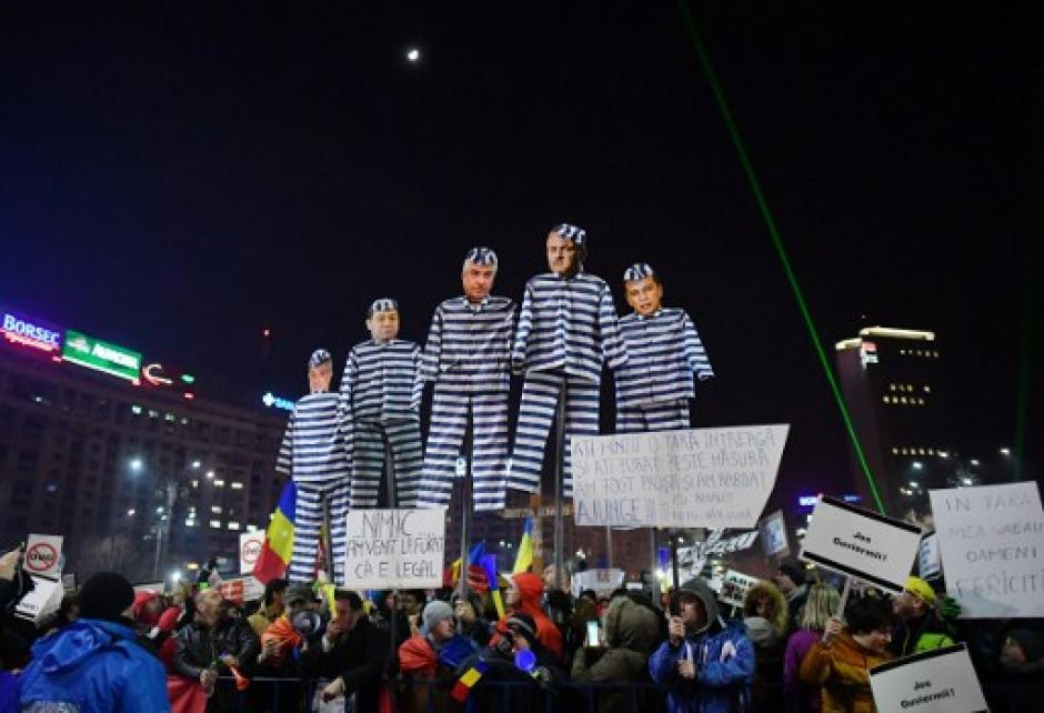 El decreto anulaba delitos por abuso de poder y corrupción. (Foto: AFP)