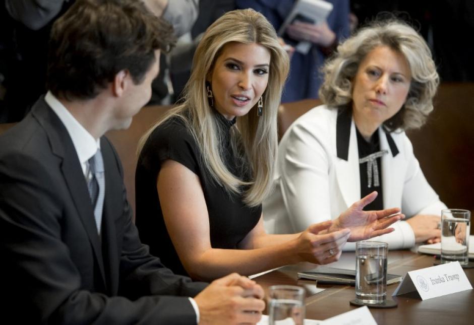 En varias ocasiones, Ivanka se mostraba interesada en lo que hablaba Trudeau. (Foto: AFP)