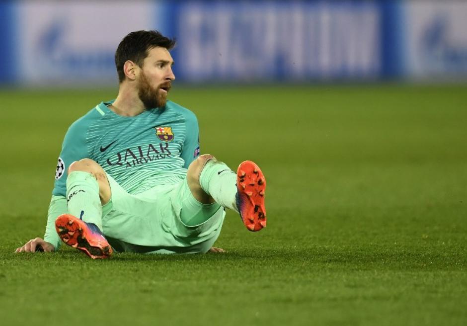Hubo varios pasajes del juego en el que se notó a Messi desconcertado. (Foto: AFP)