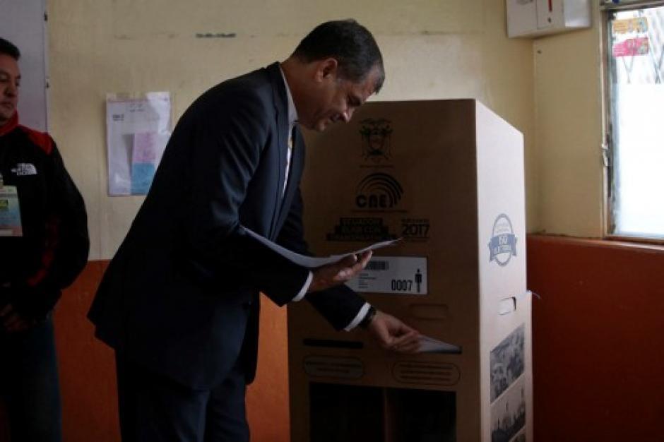 Los ecuatorianos definirán el rumbo que deberá llevar su país en los próximos años. (Foto: AFP)