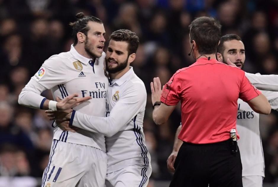 Así reclamó el galés al árbitro del partido entre el Real Madrid y Las Palmas. (Foto: AFP)