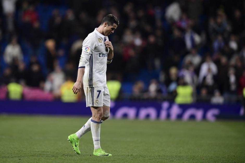 Cristiano Ronaldo salió cabizbajo en el último encuentro de La Liga. (Foto: AFP)