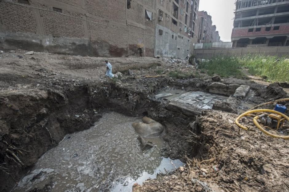 Necesitaron máquinas para remover la tierra y traer las piezas a la superficie. (Foto: AFP)