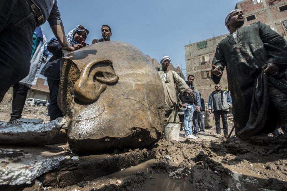 Los arqueólogos se vieron sorprendidos al encontrar las estatuas. (Foto: AFP)
