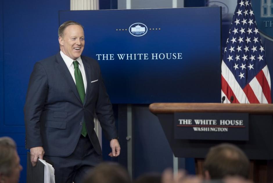 La corbata de Sean Spicer atrajo la atención para hacer memes interactivos. (Foto: AFP)