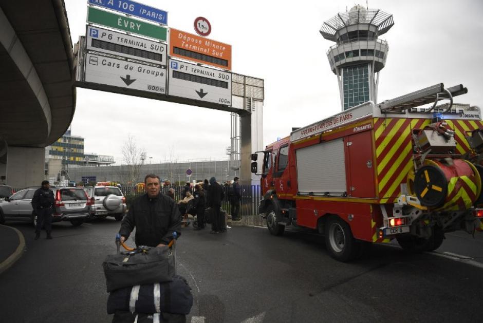 Las autoridades tomaron el control del lugar rápidamente. (Foto: AFP)