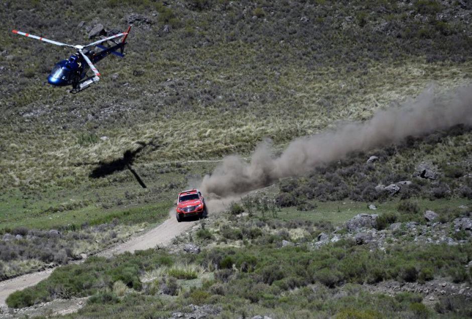En la categoría de autos, el portugués Carlos Sousa fue el ganador de la primera etapa, que constó de 180 kilómetros