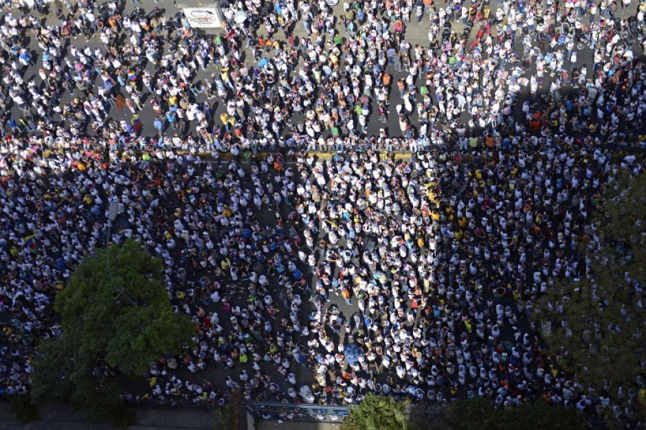 Panorámica de la manifestación efectuada hoy en Caracas, Venezuela. (Foto: AFP)
