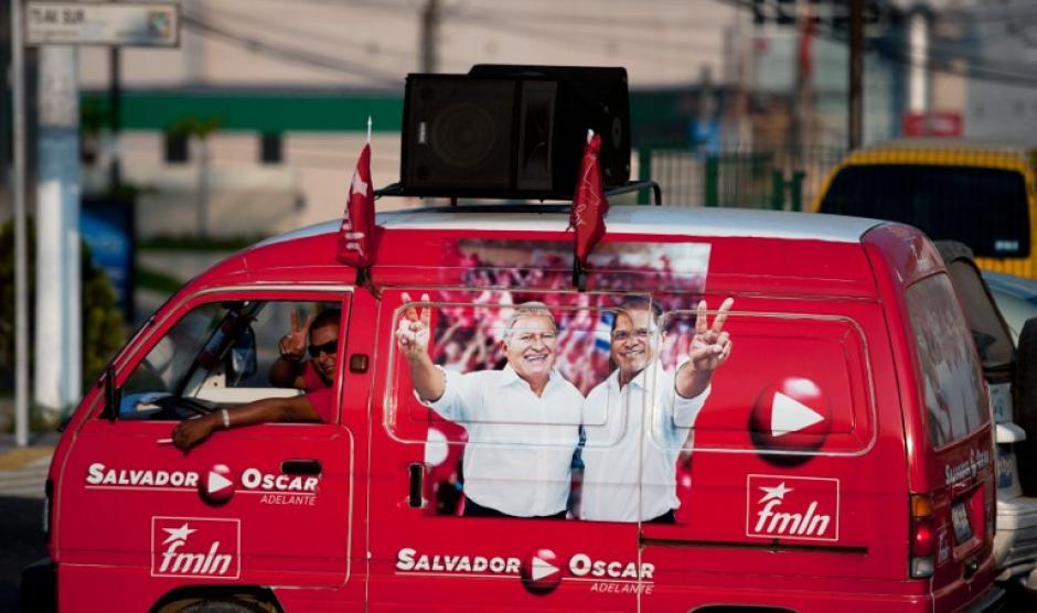 La campaña publicitaria del partido de izquierda en El Salvador, Frente Farabundo Martí para la Liberación Nacional, que postula a Salvador Sánchez Cerén para presidente. (Foto: AFP)