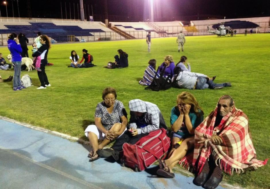 Las personas en Chile están alerta por un posible tsunami. (Foto: AFP)