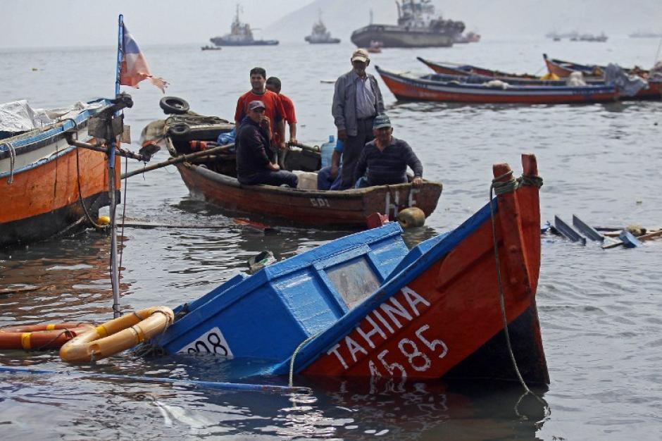 El mar ingresó unos 200 metros, según el informe de la Gobernación Marítima de Iquique, e inundó un paseo turístico además de una avenida por donde el agua se estancó unos 50 centímetros. (Foto: AFP)