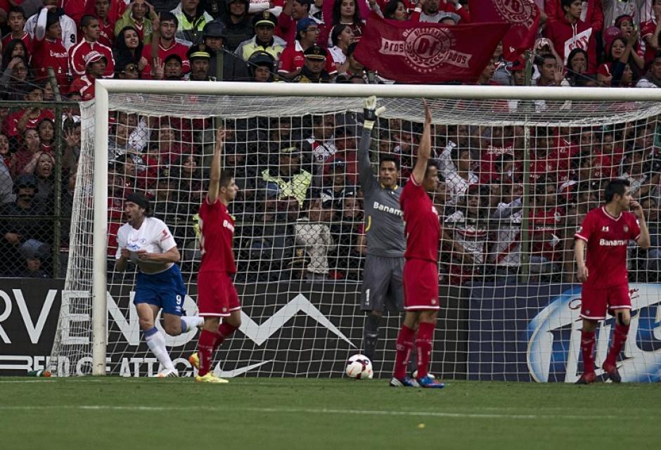 Pavone inicia la celebración tras anotar el 1-0 transitorio ante Toluca. (Foto: AFP)