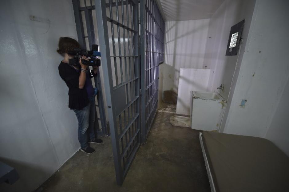 """Los reporteros también ingresaron a la carceleta donde se encontraba recluido """"el Chapo"""" Guzmán.(Foto: AFP)"""
