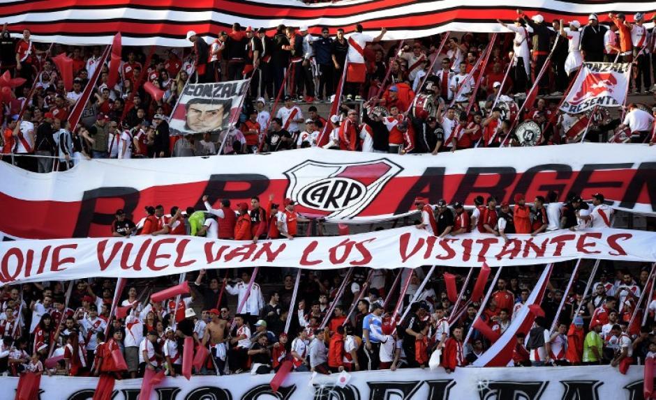 """La afición de River Plate en el Monumental pidió """"que vuelvan los visitantes"""", pues en Argentina no es permitida la afición visitante en ningún estadio."""