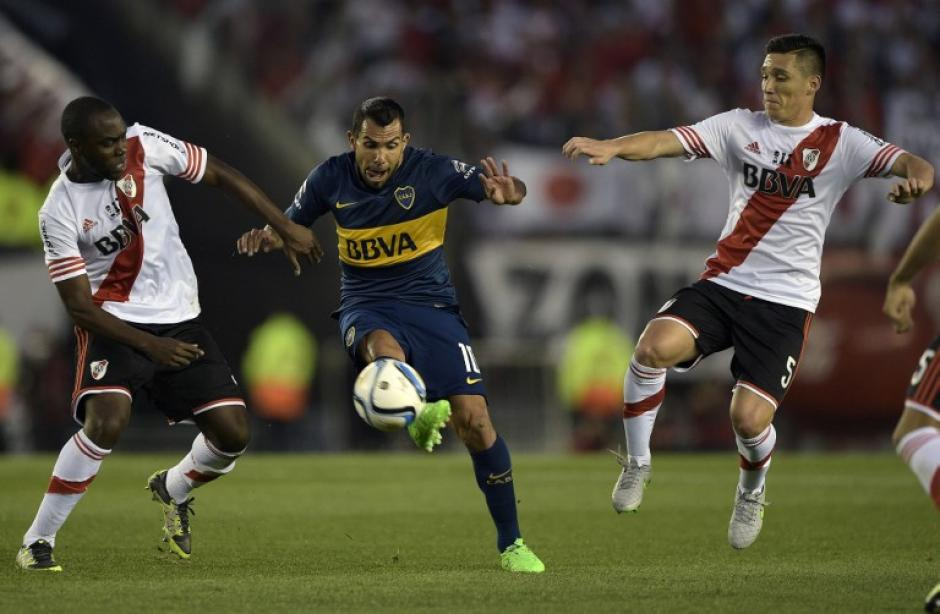Carlos Tévez volvió a ser partícipe de un superclásico del fútbol argentino. (Foto: AFP)
