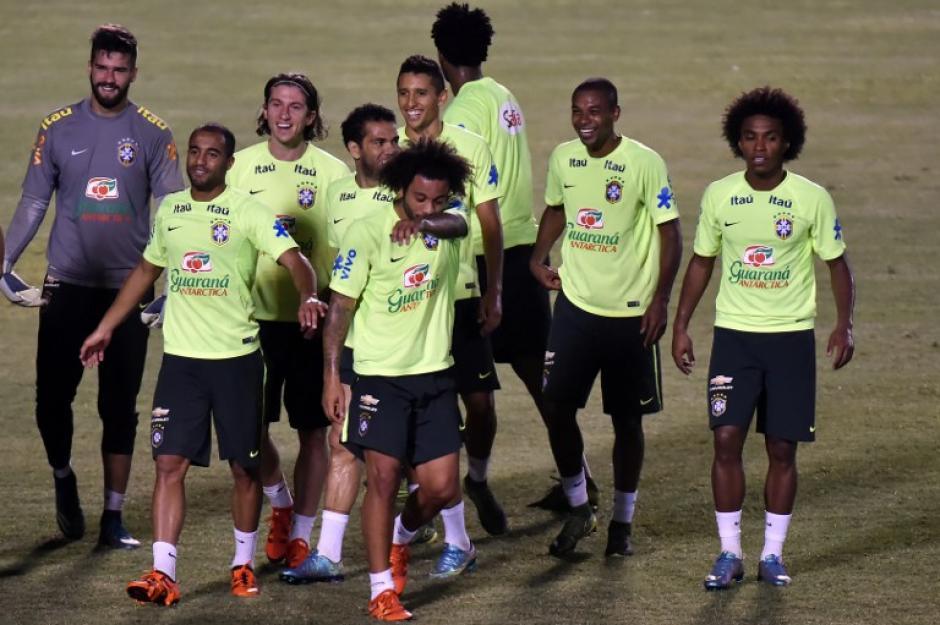 Brasil se entrena en el estadio Castelao con la mira en derrotar a Venezuela para ganar sus primeros tres puntos en la eliminatoria hacia Rusia 2018