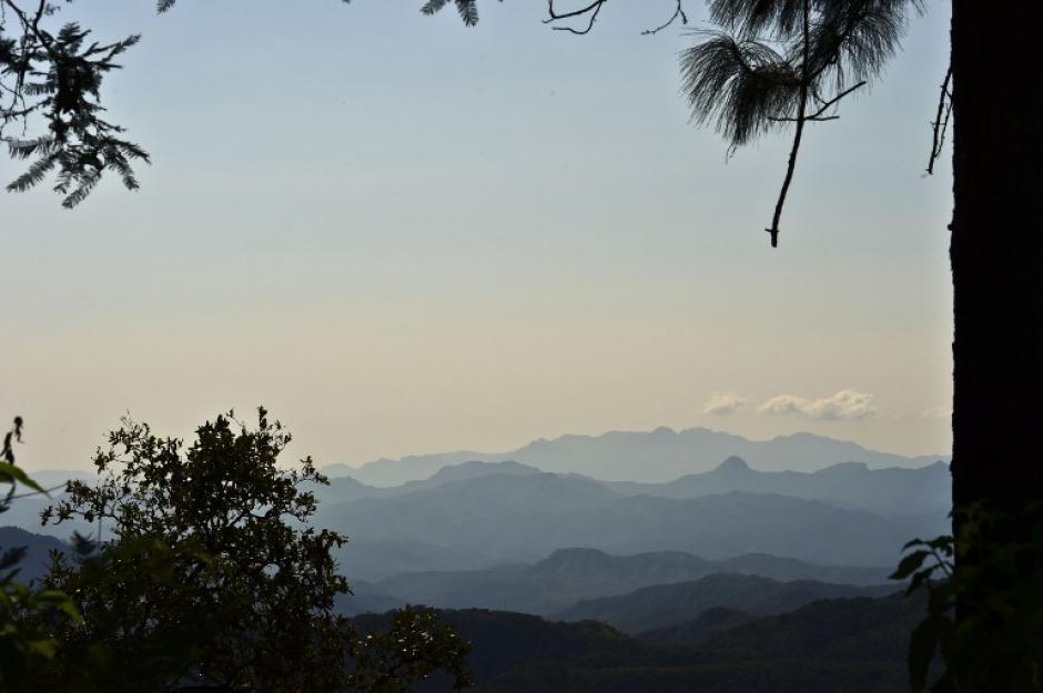 """Esta es la vista que se observa en la Sierra Madre, en el refugio de """"El Chapo"""" en Durango, tras el enfrentamiento. (Foto: Ronaldo Schemidt/AFP)"""