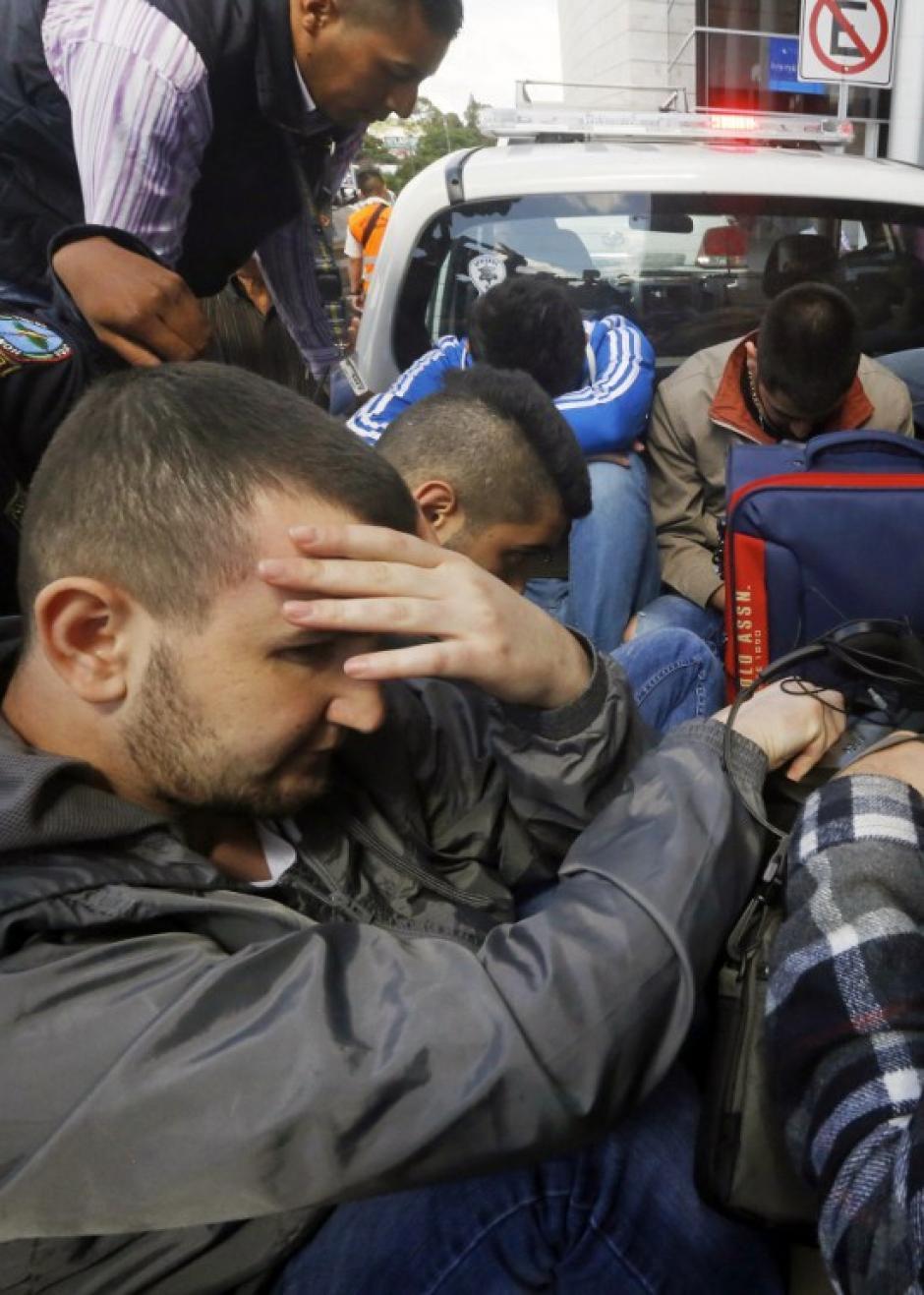 Cinco sirios que intentaban viajar a Estados Unidos fueron detenidos en Honduras, los hombres habrían robado unos pasaportes en Grecia. (Foto: AFP)